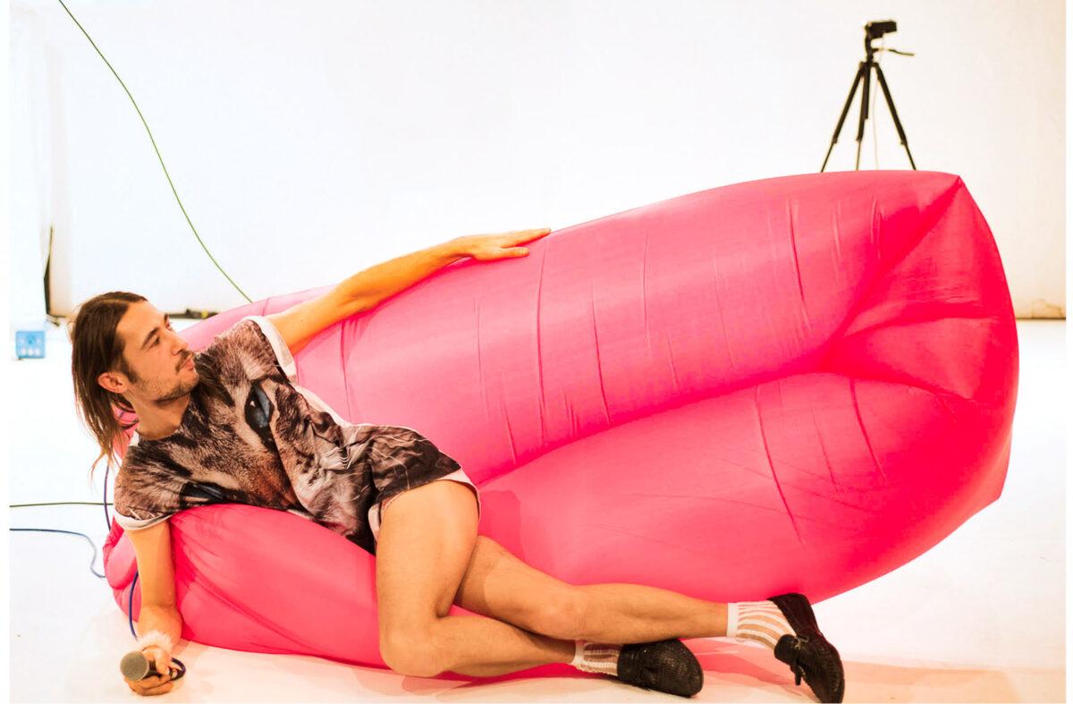 Burçak Konukman, Couch Artist Plays Erotic Tischtennis